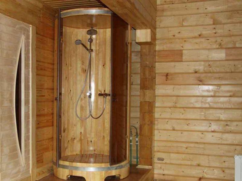 Объединяя традиции и современность: установка в бане душа без водопровода