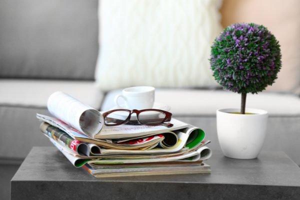 Журналы на столе