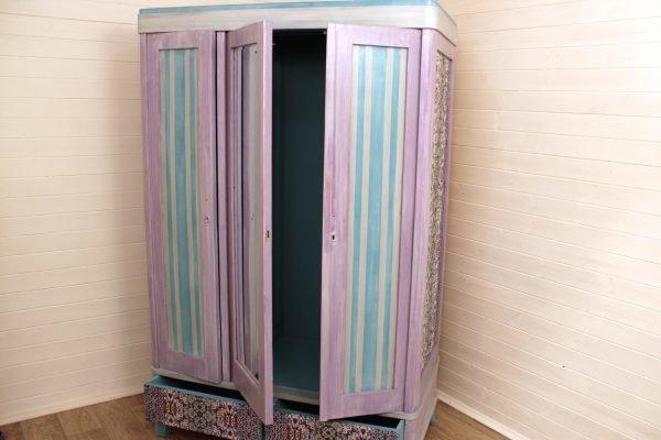 Окрашивание дверей шкафа