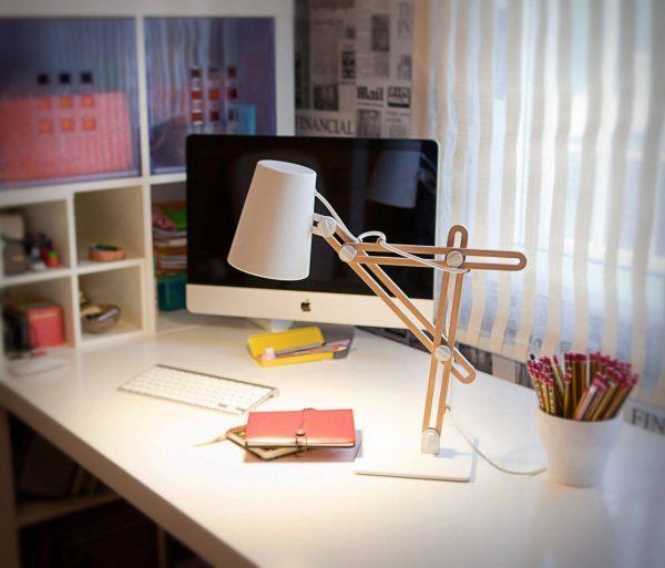 Освещение рабочего стола школьника