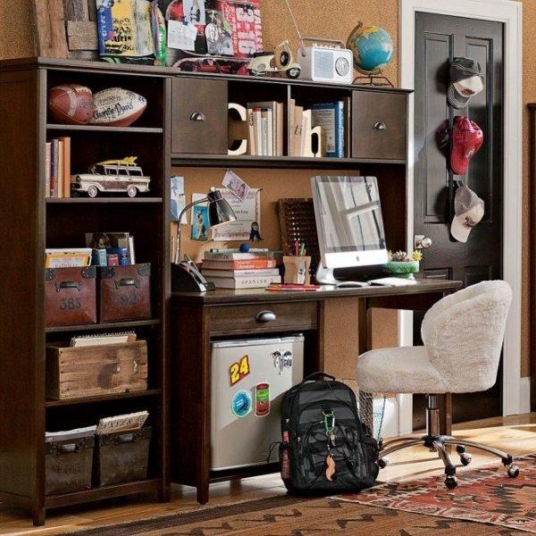Рабочая зона в комнате подростка