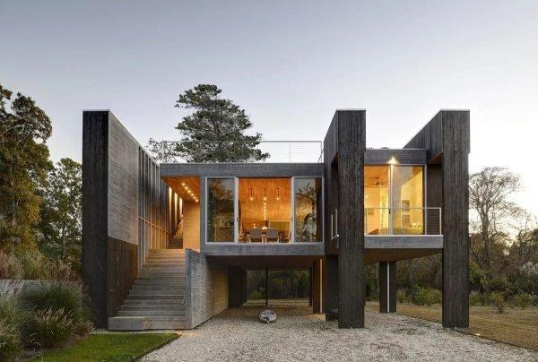 Одноэтажный дом с панорамным остеклением