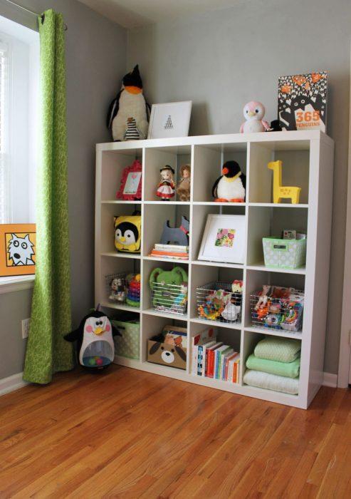 Полки для детской комнаты
