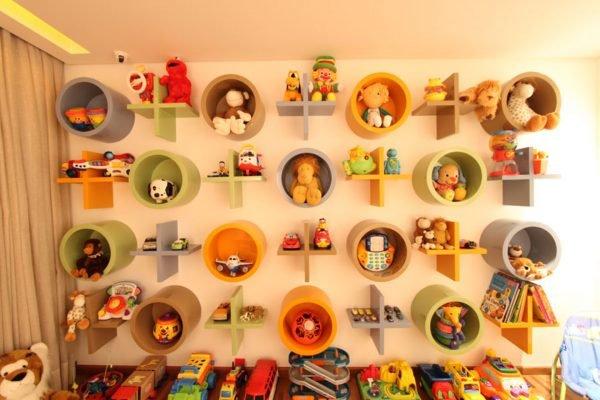Необычные полки в детской комнате
