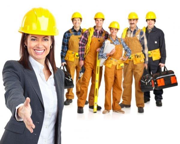 Строители в жёлтых касках