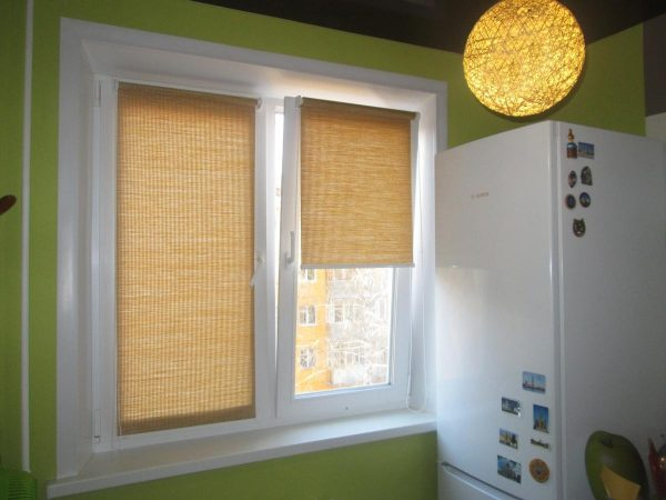 Рулонные шторы на кухне