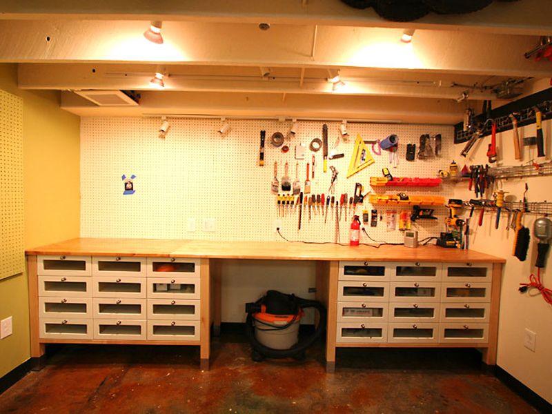 Идеи самостоятельного обустройства гаража на фото