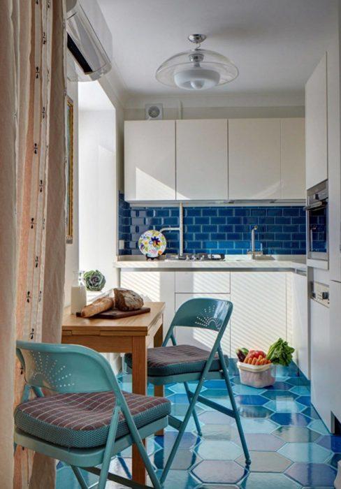 Лаконичная столовая зона в небольшой кухне