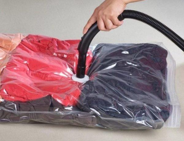 Пакет для вещей и вакуумный насос