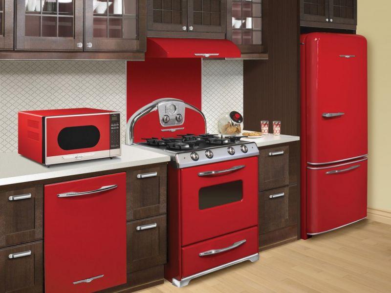 Как сделать дом оригинальным: цветная техника для кухни