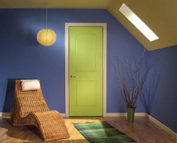 цветные межкомнатные двери в интерьере