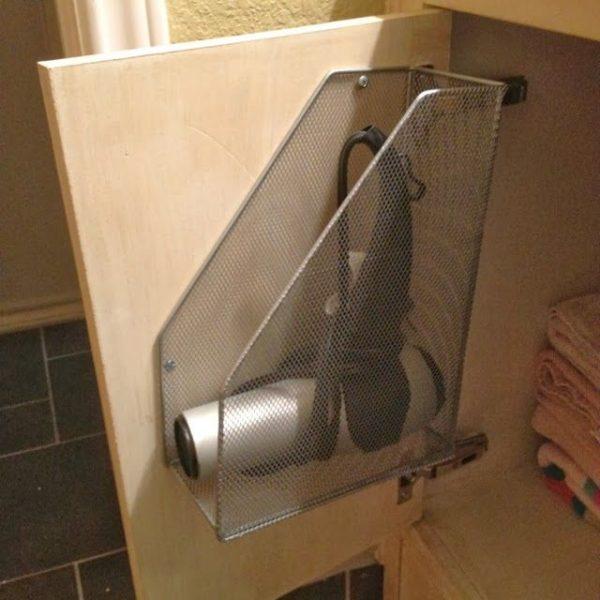 как повесить фен в ванной