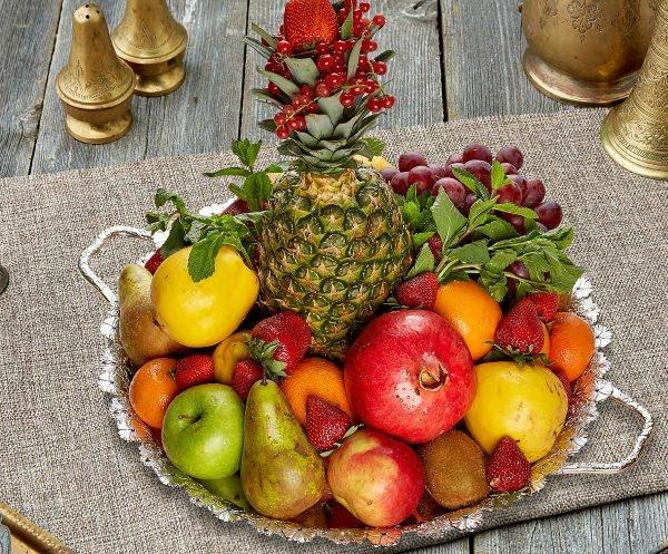 Ваза с фруктами и ягодами