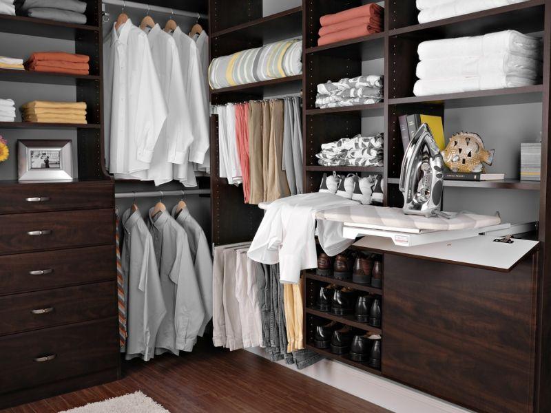 Место для гладильной доски в гардеробной: примеры в интерьере