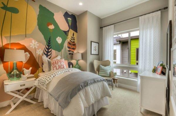детская комната с акцентной стеной