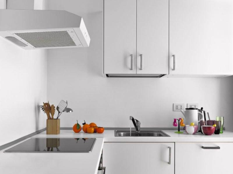 Как выбрать хорошую вытяжку для квартиры-студии