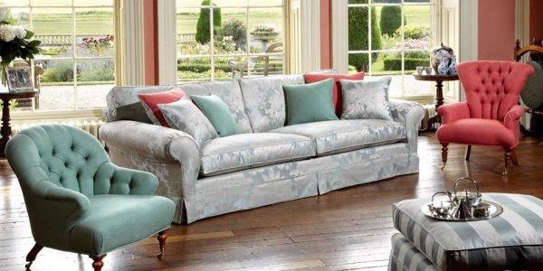 сочетание дивана и кресел