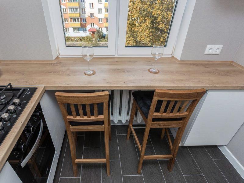 Как использовать подоконник на маленькой кухне