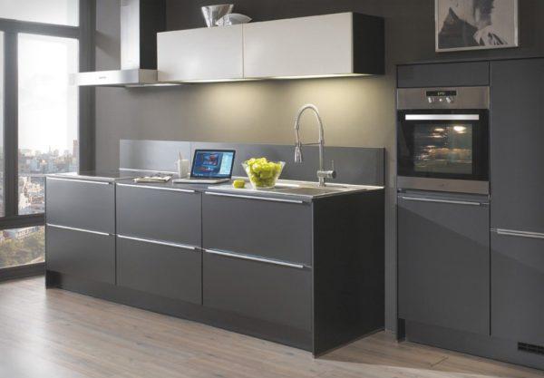 Кухня в тёмно-серых тонах