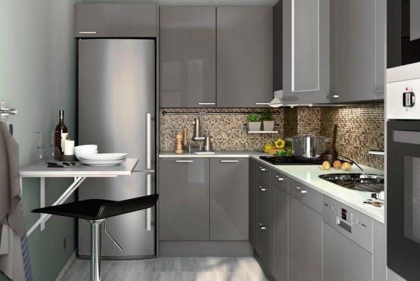Серые глянцевые поверхности в интерьере кухни