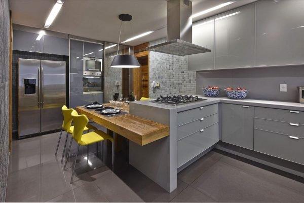Стильная кухня в серой цветовой гамме