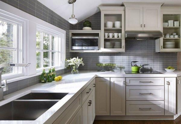 Светло-серый оттенок в кухонном интерьере