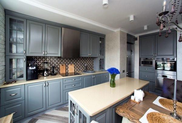Уютная кухня в серых тонах