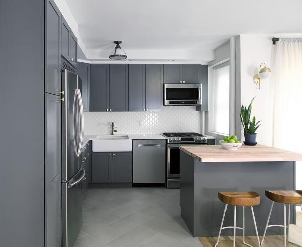 Минималистичный интерьер кухни в серых оттенках