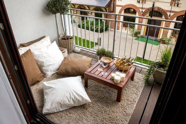 красивый маленький балкон