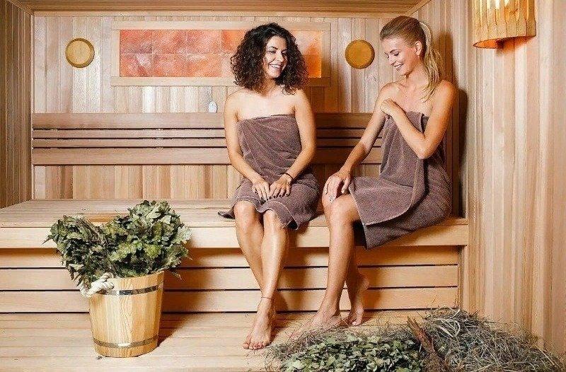 Женские аксессуары для бани: что стоит взять с собой в первую очередь