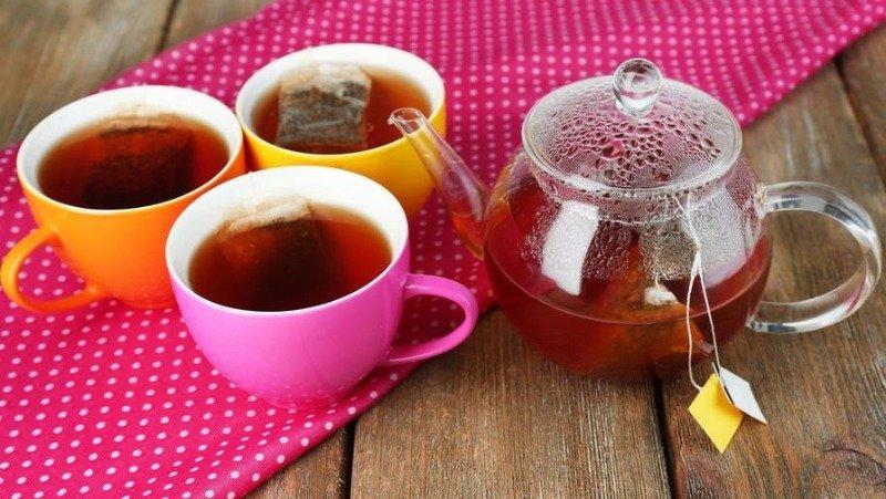 8 хитрых идей применения спитых чайных пакетиков